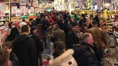 Photo of foto | Cu răbdarea la limită, moldovenii își adună nervii în coșurile de cumpărături. Cozi infernale la un supermarket din Chișinău