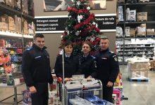 Photo of foto | Minunile de Crăciun continuă. Jandarmii români au cumpărat cadouri copiilor din Moldova
