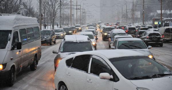 Photo of Ambuteiaje infernale în sectorul Rîșcani, din cauza unui semafor defectat.Străzile din capitală unde se circulă cu dificultate