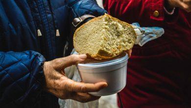 Photo of foto | Au străbătut troienele pentru o bucată de pâine și o supă caldă. Mai mulți bătrâni neajutorați au primit de mâncare