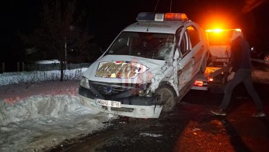 Photo of foto | Impact violent în România, cu implicarea unui moldovean. O mașină a poliției, lovită cu putere de un microbuz