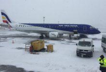 Photo of foto | Codul galben de ninsori a paralizat zborurile pe Aeroportul Chișinău. Unele curse se rețin și cu câte 6 ore