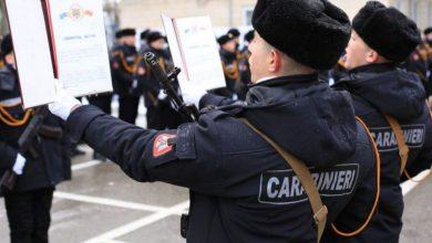 Photo of video | A uitat de lege și jurământ. Un carabinier, filmat în timp ce înjura un trecător