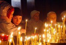 """Photo of O biserică a anulat toate taxele pentru serviciile religioase. """"Nimic nu-i va sustrage pe credincioşi de la rugăciune"""""""