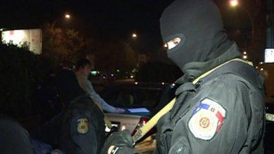 Photo of Bărbatul care și-ar fi omorât mama cu toporul a fost reținut de polițiști. Individul riscă închisoare pe viață