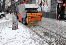 Photo of Peste 50 de autospeciale presoară sare și nisip pe străzile Chișinăului, pe trotuare și în curți. Cum circulă transportul public?