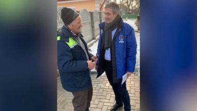 Photo of video | După Candu, și Sîrbu s-a apucat de jurnalism. Democratul i-a întrebat pe alegătorii din Nisporeni ce cred despre Vlad Plahotniuc