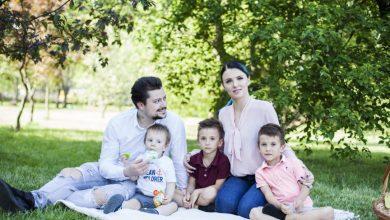 """Photo of """"Vă mulțumesc până la pământ!"""". Familia Manciu va dona 1000 de euro din banii adunați pentru operația fiului lor unei fetițe bolnave de cancer"""