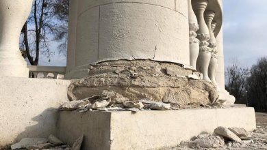 Photo of foto   Vopseaua se jupoaie, iar coloanele abia se mai țin. Scara Cascadelor, renovată în 2016, a început să se macine