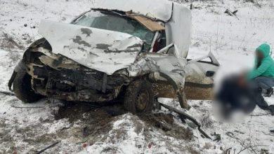 Photo of foto | Trei persoane au ajuns la spital după ce două mașini s-au lovit frontal la Călărași. Unul dintre șoferi se zbate între viață și moarte