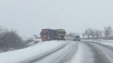 Photo of foto |  Două camioane și două autocare, blocate pe traseu. Cum se circulă pe drumurile din țară?