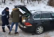 Photo of video | Li s-au cerut acte pentru tobe. Membrii mișcării de protest OccupyGuguță, reținuți de poliție la ieșirea din Chișinău