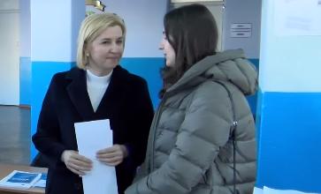 """Photo of video   A votat """"pentru stabilitate și dezvoltare economică furtunoasă"""". Irina Vlah, împreună cu fiica, la alegeri"""