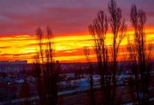 Photo of foto   Cerul Moldovei, scăldat în nuanțe intense de roșcat. Cum au fost văzuți zorii zilei prin obiectivele internauților moldoveni?