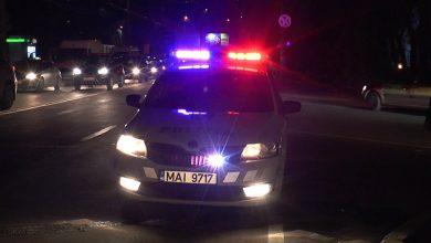 Photo of video   Se grăbea să vină pe lume chiar în timp ce mama era la volan. Doi polițiști au ajutat o femeie însărcinată să ajungă la maternitate