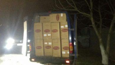 Photo of foto | Zeci de cutii cu cafea de contrabandă, descoperite de polițiști într-un microbuz. Șase persoane au fost reținute