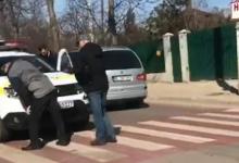 Photo of video   Accident pe trecerea de pietoni la Bălți. Un bărbat ar fi fost lovit de o mașină a poliției în timp ce traversa strada regulamentar