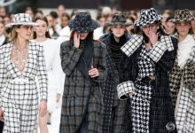 Photo of foto, video   Omagiu lui Karl Lagerfeld: Modelele de la Chanel, în lacrimi la prezentarea ultimei colecții a designerului