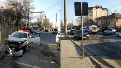 Photo of foto | Accident grav în sectorul Ciocana. Două mașini de taxi s-au ciocnit violent