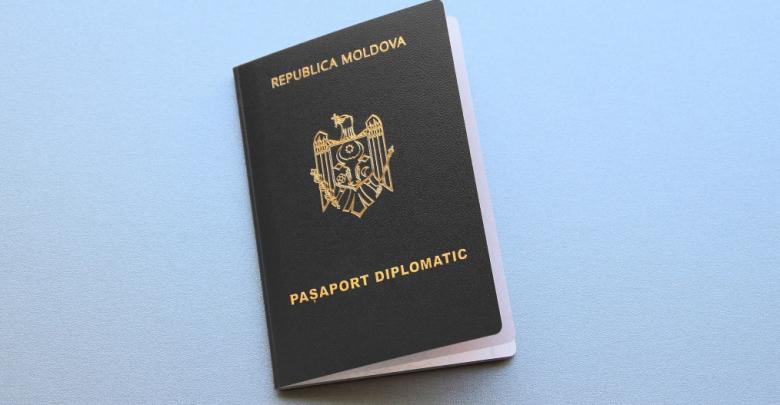 Photo of Le-ar fi perfectat pașapoarte diplomatice false, ajutându-i să iasă din țară. Un turc, acuzat de favorizarea migrației ilegale