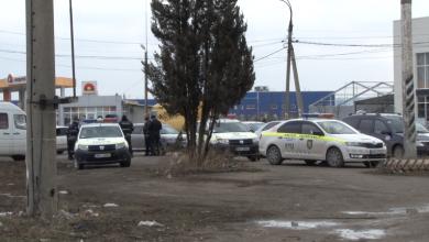 Photo of video | UPDATE: Poliția a reținut patru suspecți care ar fi atacat un oficiu poștal din Sîngerei. O angajată, agresată de indivizi