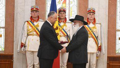 Photo of foto, video | Igor Dodon continuă să împartă distincții de stat. Printre premianți – baronul romilor din Moldova