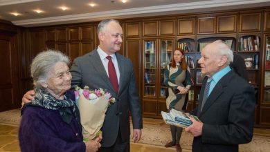 Photo of foto | Au împărțit bucuriile și tristețile timp de 60 de ani. Un cuplu din Chișinău a sărbătorit 6 decenii de căsătorie