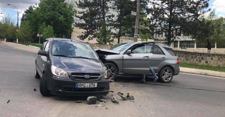 """Photo of foto   Două mașini s-au ciocnit violent în capitală: """"Orașul e gol, dar ei tot s-au găsit"""""""