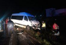 Photo of Un microbuz care se îndrepta spre Moldova, implicat într-un accident la Iași. Opt persoane, transportate la spital