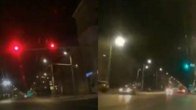 Photo of video | Făcea live în timp ce conducea cu viteză, ignorând culoarea roșie a semaforului. Ce riscă șoferița nedisciplinată?