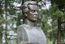Photo of Alături de Eminescu, Vieru, Mateevici și Alecsandri. Bustul poetului Dumitru Matcovschi va fi inaugurat pe Aleea Clasicilor din capitală