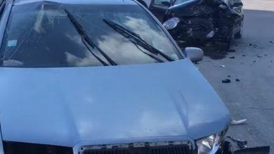 Photo of video | Două mașini, făcute zob într-o intersecție din capitală. Trei minori au fost transportați la spital