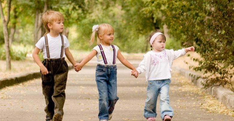 Photo of infografic | În Moldova se nasc mai mulți băieți decât fete. Chiar și așa, numărul copiilor este în continuă scădere