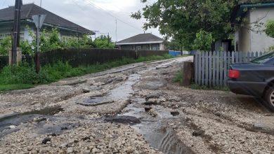 Photo of foto | La Glodeni, glod mai mult decât asfalt. Mai multe străzi din localitate au rămas fără plombe pe carosabil