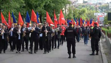 Photo of video | Înarmați cu pancarte, drapele și trompete. Socialiștii organizează un marș dedicat Zilei Muncii