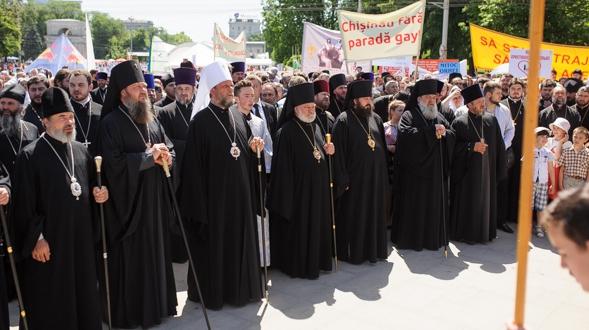 """Photo of Unii luptă pentru diversitate, alții pentru ce e """"clasic"""". Mitropolia organizează un marș al tăcerii pentru susţinerea familiei tradiţionale"""