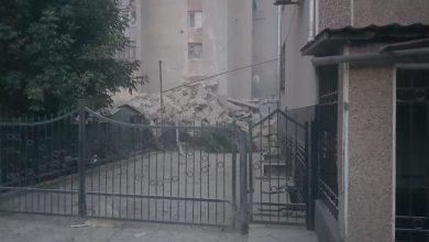 Photo of Oamenilor li s-a permis să își ia lucrurile din apartamentele blocului avariat la Otaci. Proprietarii au intrat în case însoțiți de salvatori
