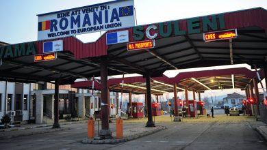 Photo of S-au pornit peste hotare, dar au fost opriți de vameșii români. Doi moldoveni, reținuți cu acte false la Sculeni