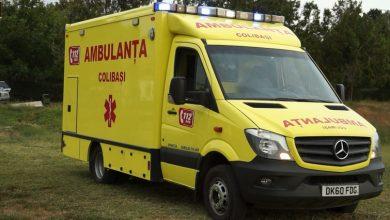 Photo of Stabilită în Marea Britanie, dar cu inima acasă. O familie de moldoveni a dăruit o ambulanță locuitorilor din satul de baștină