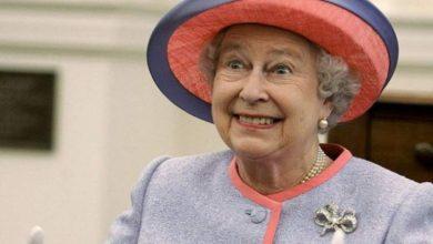 Photo of foto | La cei 93 de ani ai săi, e plină de energie pentru a face glume: Cum s-a amuzat regina Elisabeta a II-a de un grup de turiști americani?