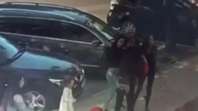 Photo of video | Și-au împărțit palme și s-au tras de păr: O femeie din capitală a fost atacată după ce ar fi agresat verbal patru studente străine