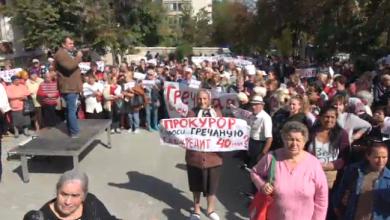 Photo of video   Susținătorii Partidului ȘOR, adunați în fața Curții de Apel pentru a le susține pe Tauber și Apostolova: Victorie!