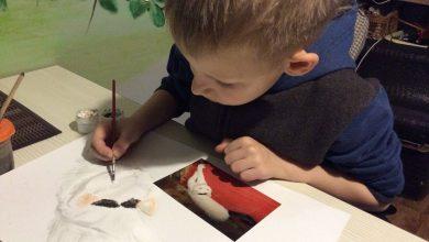 Photo of foto | Schimbă tablouri pe hrană pentru animalele abandonate. Un băiat de 9 ani combină pasiunea pentru artă și dragostea pentru patrupezi