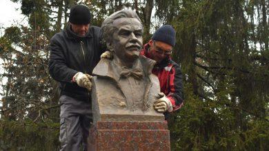 Photo of foto | Bustul lui Dumitru Matcovschi a fost deja instalat pe Aleea Clasicilor. Sculptorii, îngrijorați că ar putea fi vandalizat