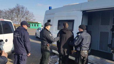 Photo of video | Fugar timp de 4 ani! Un tânăr din Ucraina, acuzat de multiple infracțiuni, a fost extrădat astăzi de autoritățile moldovene
