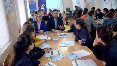 Photo of Visezi să promovezi politici de bună guvernare și europenizare? Aplică la un stagiu plătit de IPRE și participă la cercetări