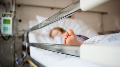 Photo of O fetiță de 1 an, internată în reanimare după ce a suferit arsuri. Medicii au alertat Poliția