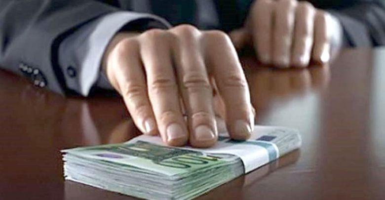 Photo of Judecătorul prins cu mită de 11.000 de dolari s-a ales cu un nou dosar. Ar fi susținut că poate influența procurorii