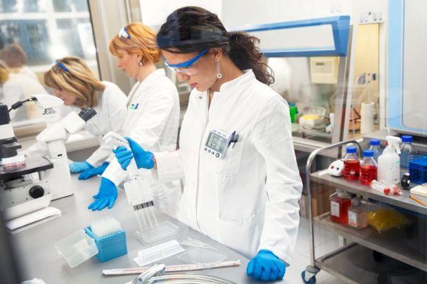 coronavirus covid teste doctor spital