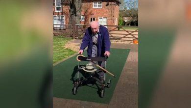 Photo of video   Un bărbat de 99 de ani a adunat patru milioane de lire sterline pentru a ajuta medicii. Cum i-a reușit?